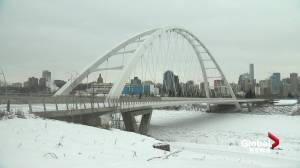 What will get people out of their cars? Edmonton looks at ways to encourage transit, walking and biking (02:03)