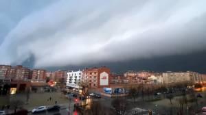 Intense lightning, heavy rains hit Spain's Catalonia region (02:11)