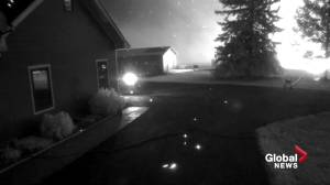 Security cameras show home nearly lost to Tomahawk wildfire in Parkland County (01:43)