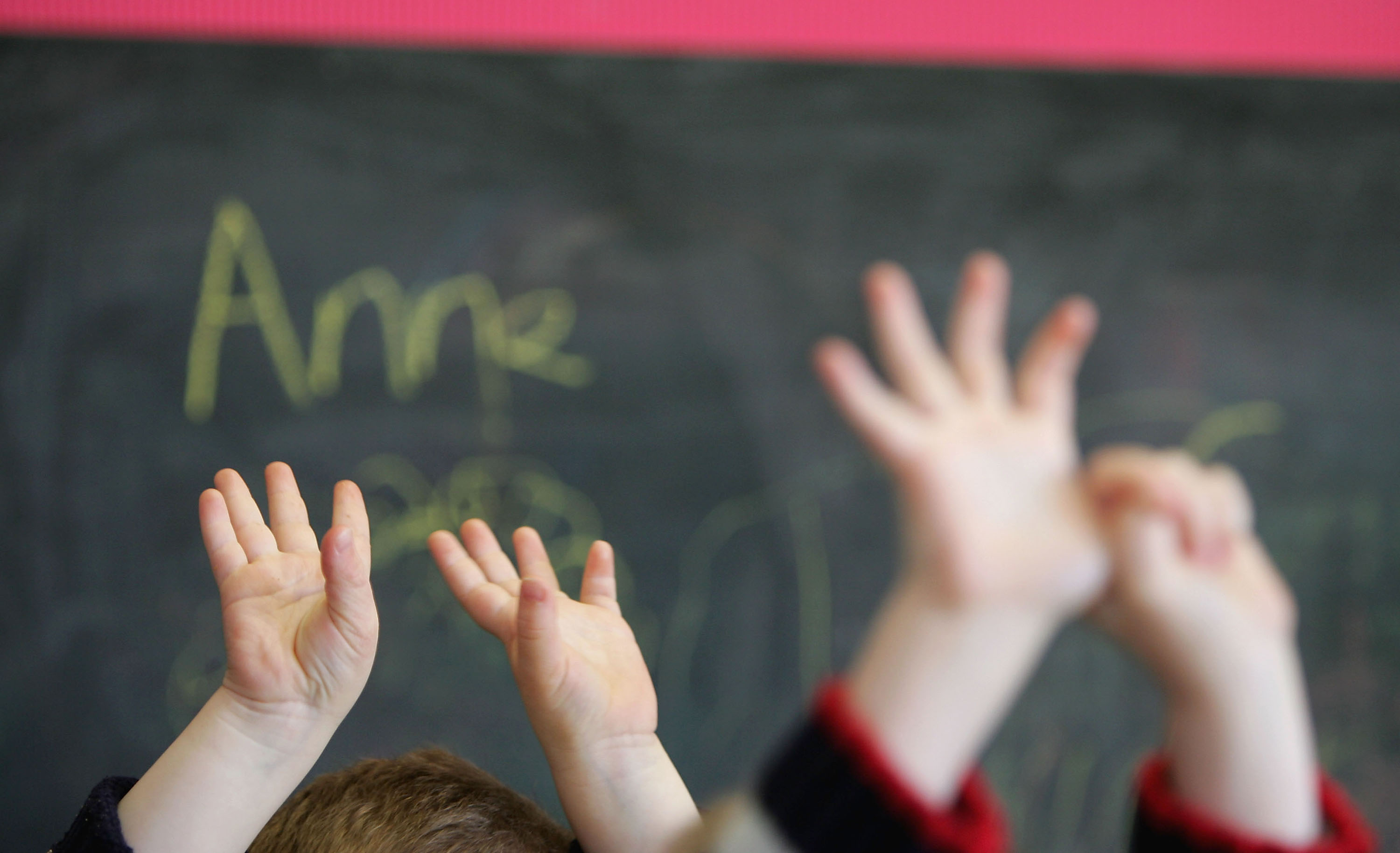 Alberta government looking at changing tactic to tackle class sizes