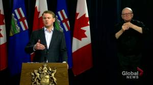 Alberta health minister clarifies how self-isolation fines work