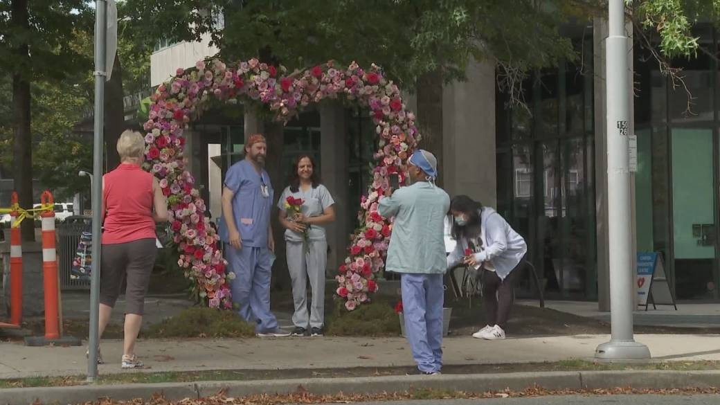 Click to play video: 'Floral gratitude hearts installed outside of B.C. hospital'