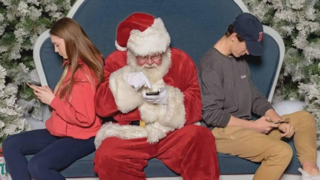 'Bad Santa' gifted new gigs after Okanagan mall firing