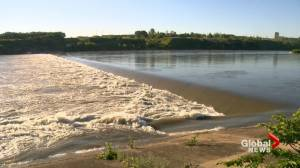 South Saskatchewan River levels decreasing, but experts say it's not safe yet