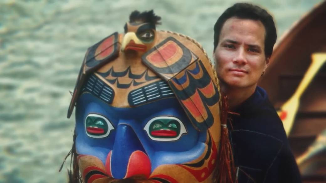 Click to play video 'First Nations artist creates COVID-19 mask'