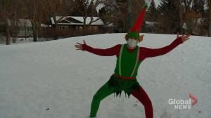 Tinkles the Elf for hire returns to Saskatoon (01:37)