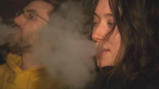 Health Canada warns vaping carries risk of pulmonary illness