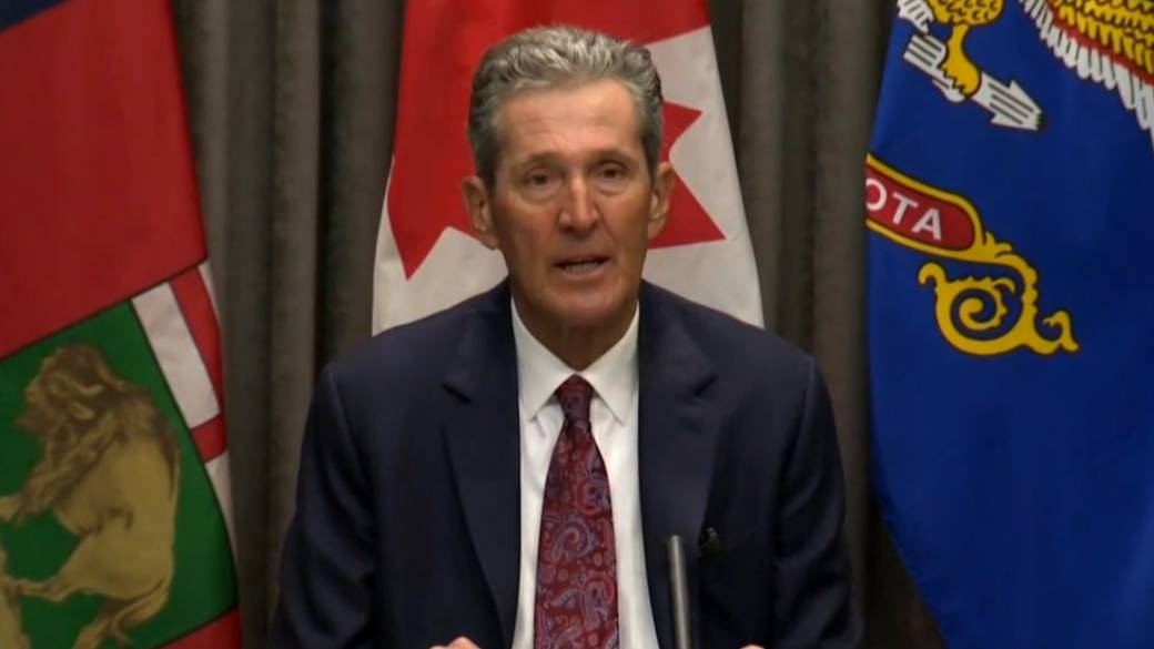 Click to play video: 'COVID-19: Manitoba, North Dakota announce joint-initiative to vaccinate cross-border essential workers'
