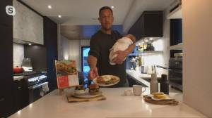 Noah Cappe's one-handed meal hacks (05:22)