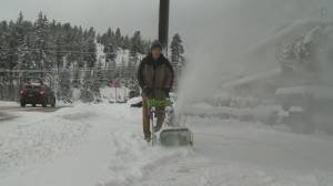 City of Kelowna crews and residents busy after heavy snowfall (02:24)