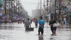 Thailand's monsoon season causes deadly floods in southern provinces (01:14)