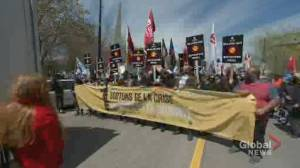 Thousands march for International Workers' Day in Montreal (01:56)