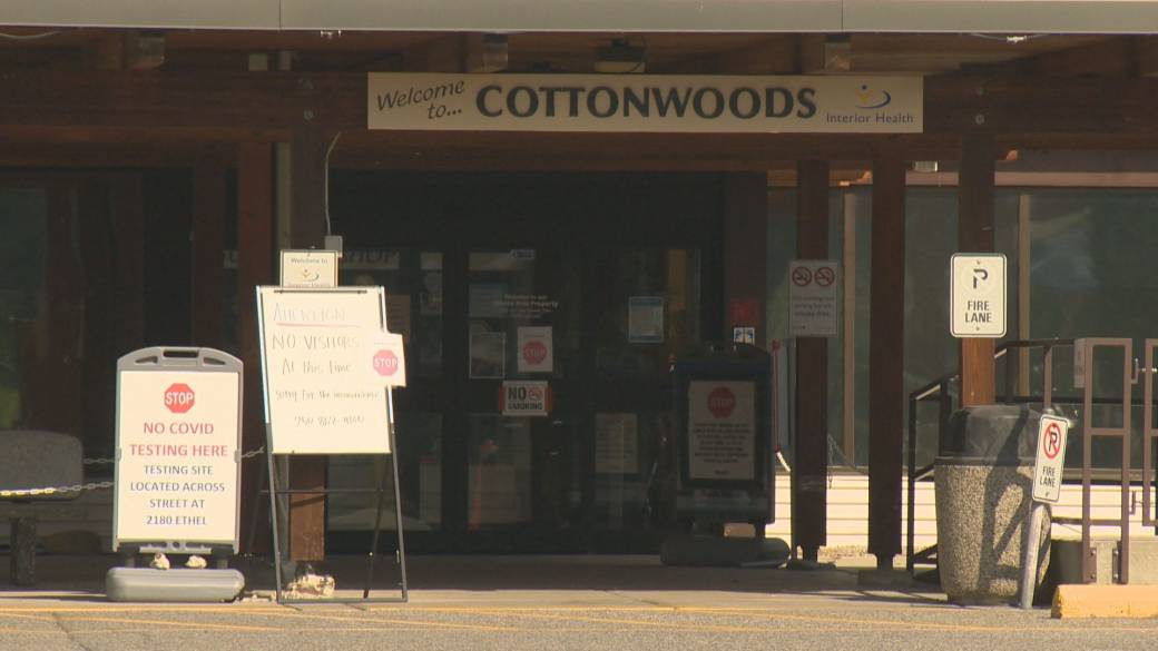 Click to play video: 'Unvaccinated staff being blamed for COVID-19 outbreaks at Kelowna care homes'