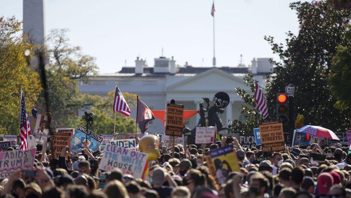Click to play video 'America Votes 2020: Joe Biden wins U.S. presidency, prompting jubilant celebrations'