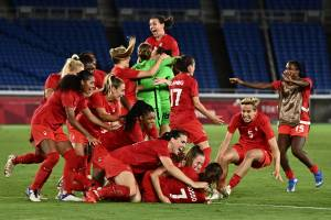 Pickering's Jayde Riviere captures Olympic gold with Canada's women's soccer team (01:44)
