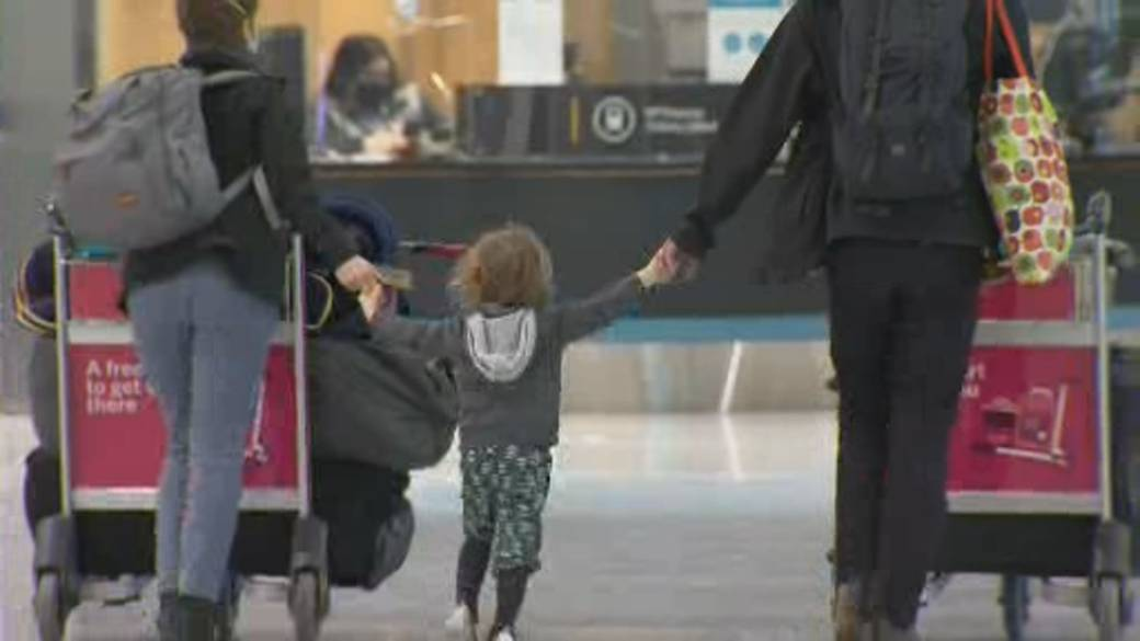 Click to play video 'New testing rule for air travellers begins Jan. 7'