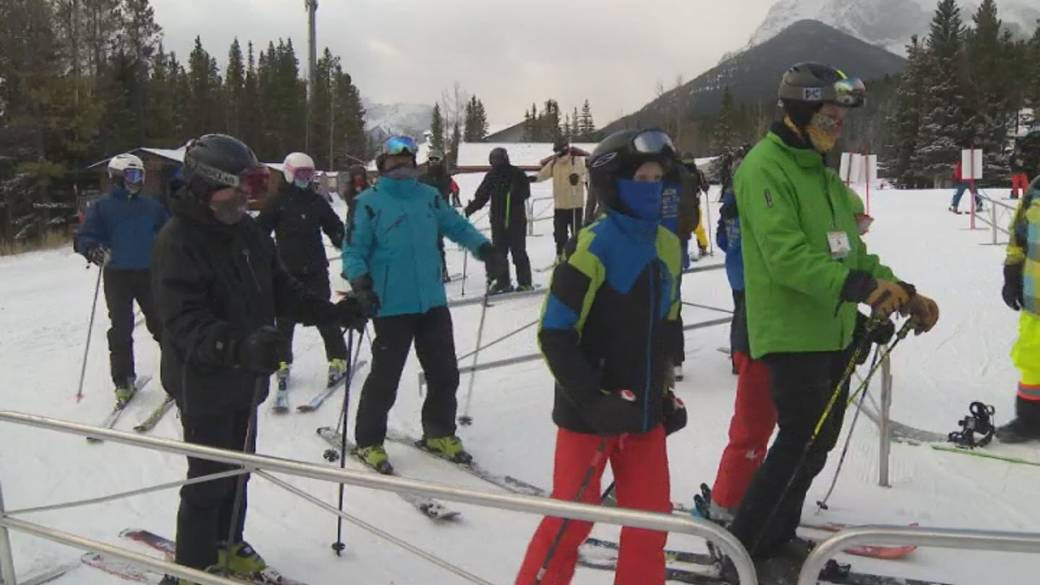 Click to play video 'Ski resorts seeing busy season start thanks to COVID-19'