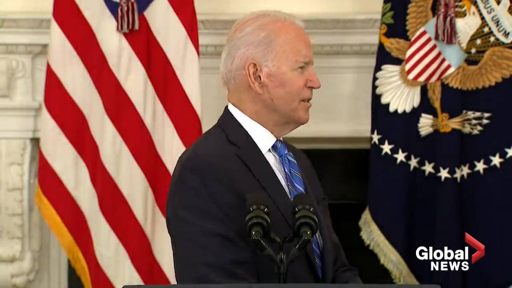 Click to play video: 'Biden touts economy as Psaki says 'we are still at war with the virus' following big losses in stock market'