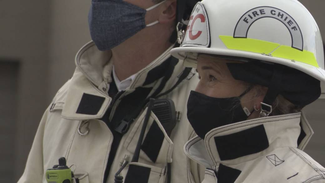 Click to play video: 'More calls to vaccinate firefighters and police in B.C.'