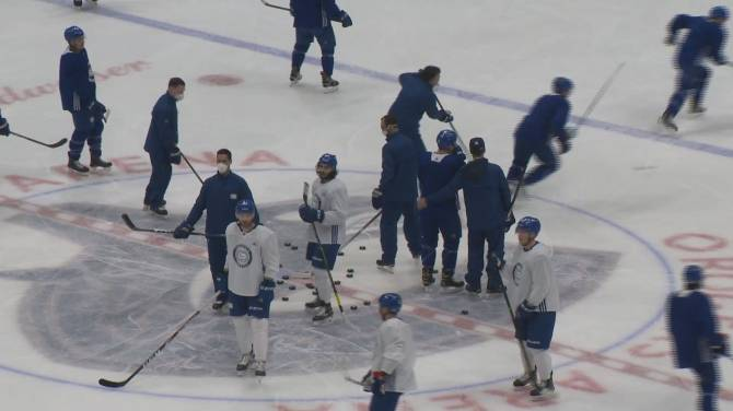 Click to play video: Vancouver Canucks confirm team 25 people infected with COVID-19 variant