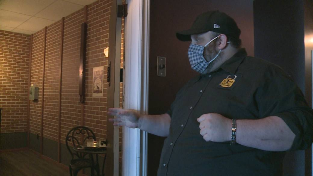 Click to play video 'Lockdown putting pressure on Durham business owners'