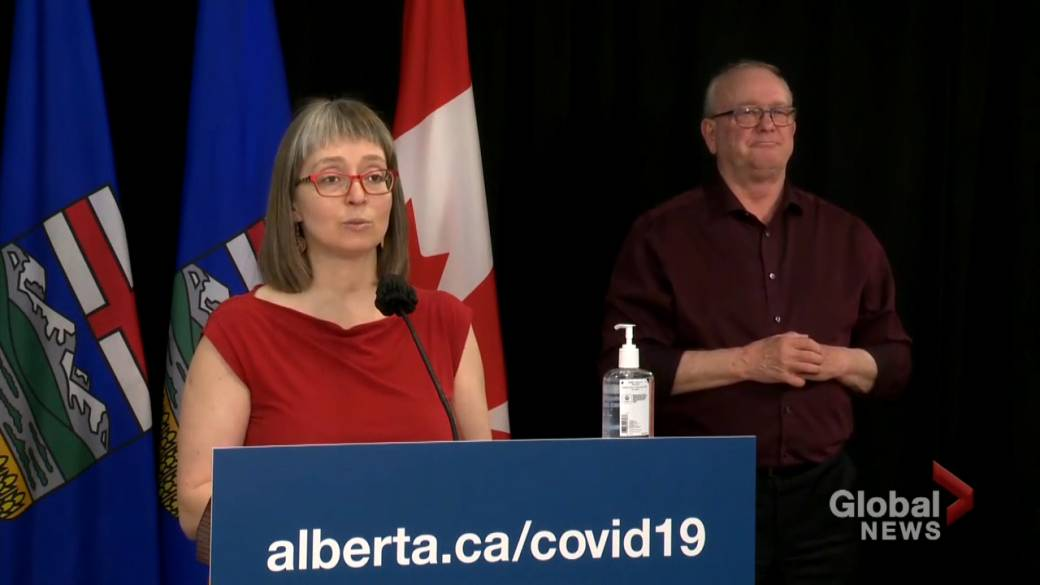 Click to play video: 'More than 100K Albertans book COVID-19 vaccines on Thursday'