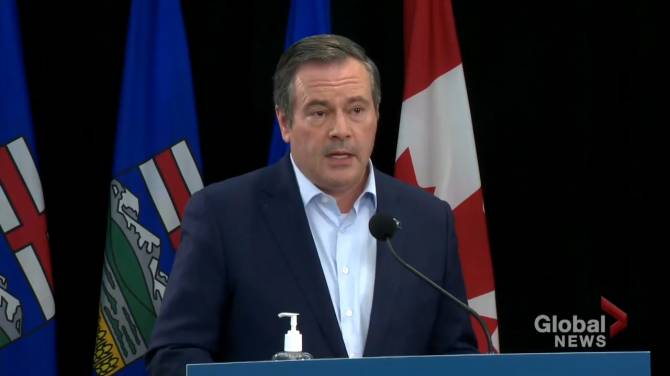 Click to play video: Alberta launches app to scan COVID-19 proof-of-vaccine QR code