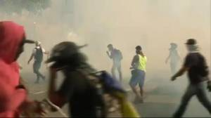 Raw video: Students clash with National Guard forces in Venezuela