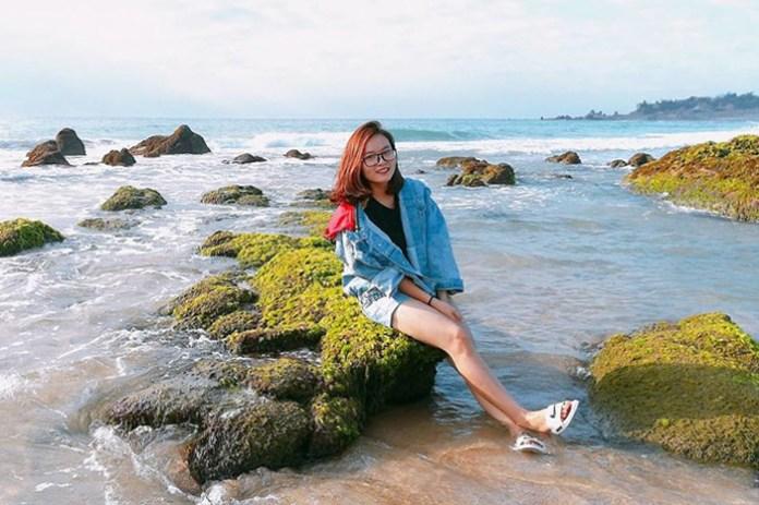 bãi đá rêu ở biển cổ thạch