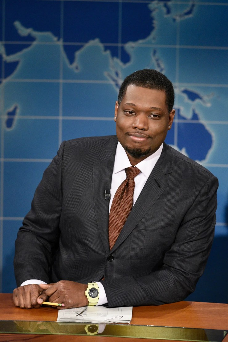 Micheal Che on set at SNL
