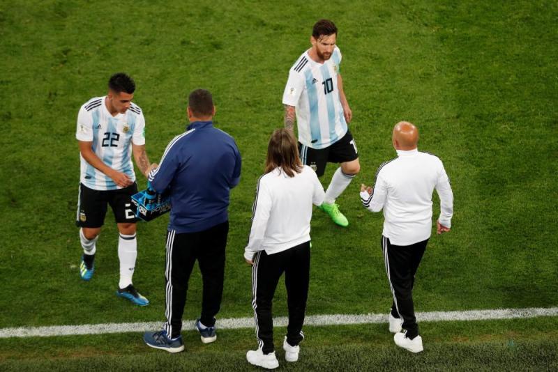 Messi in conversation.