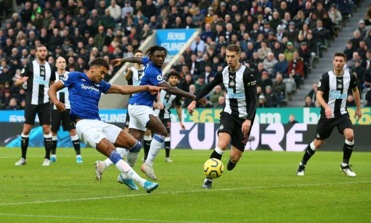 Everton's Dominic Calvert-Lewin slots the ball home.