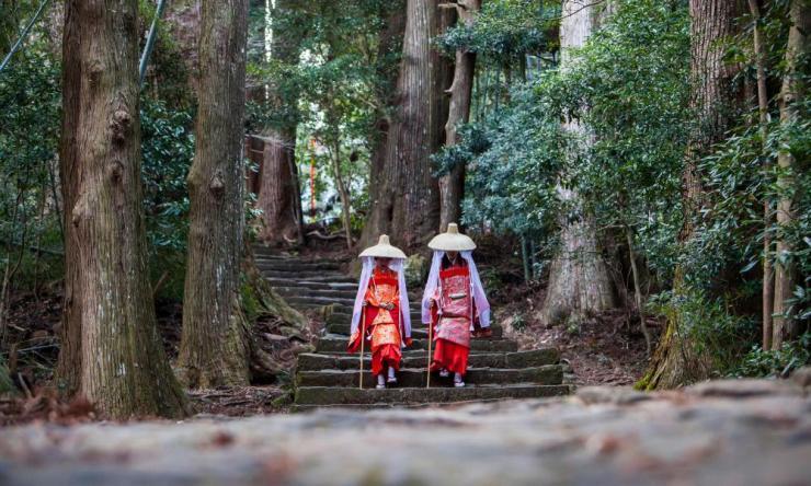 Pilgrims in Heian period costumes.