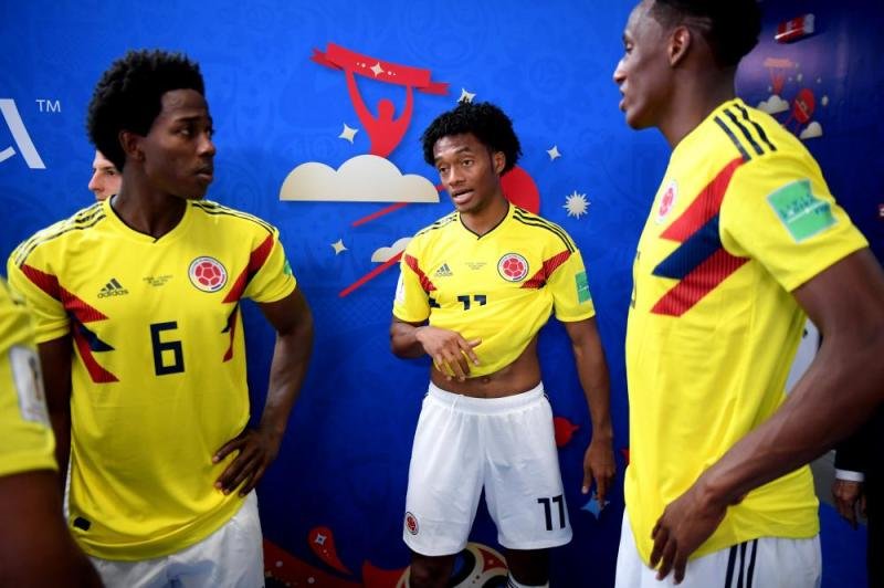 Carlos Sanchez, Juan Cuadrado and Yerry Mina of Colombia speak in the tunnel at half time.