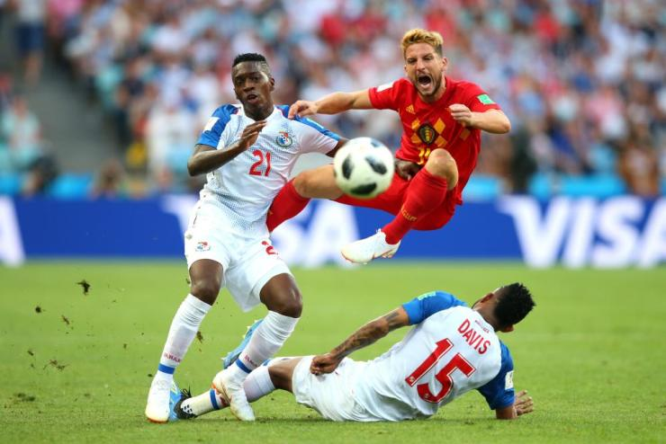 Jose Luis Rodriguez and Eric Davis of Panama clash with Dries Mertens.