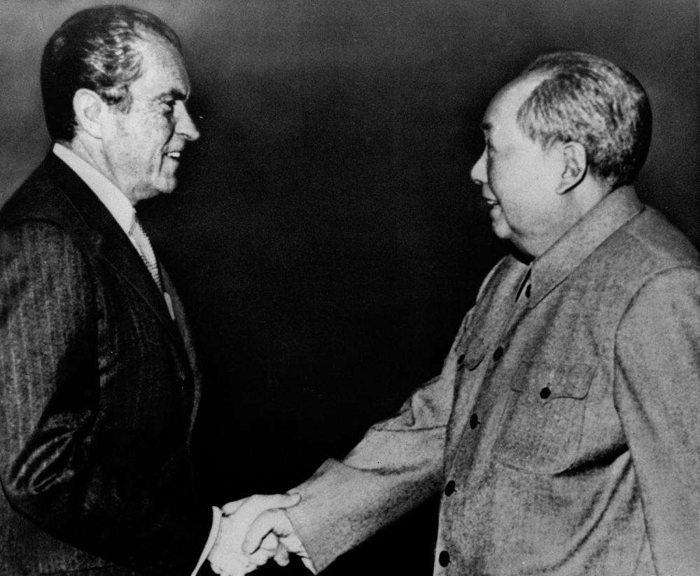 Richard Nixon shakes hands with Mao Zedong, 1972.