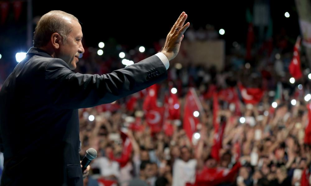 Erdogan greets supporters in Istanbul