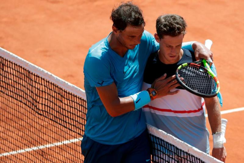 Rafael Nadal embraces Diego Schwartzman as he celebrates after his victory over the Argentine.
