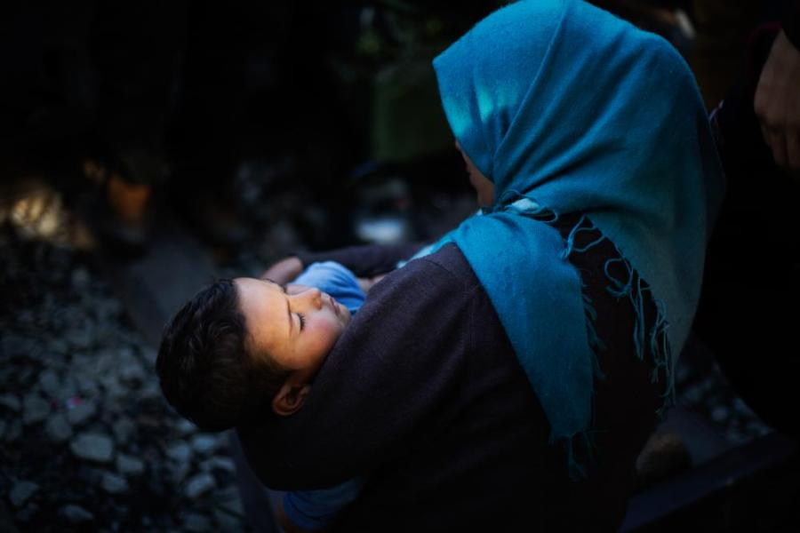 Reem with her child in the Idomeni refugee camp.