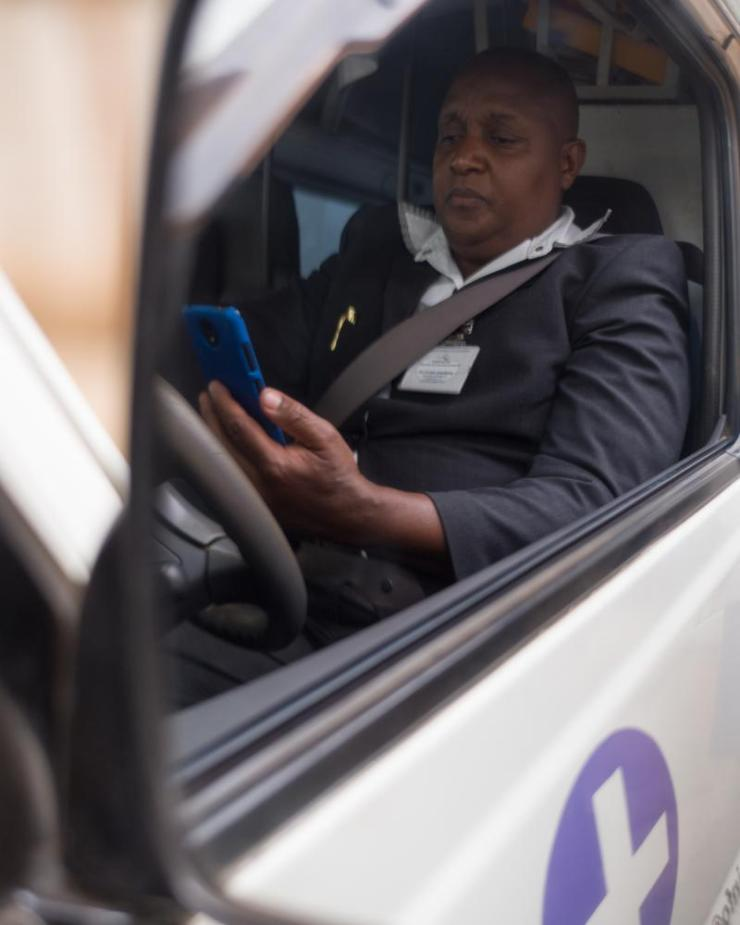 L1003671 John Ambulance driver using the Flare app for Ambulances Jacaranda Maternity Kenya for glabs in association with Business Call To Action