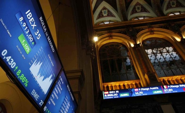 SPANISH IBEX36 RISES 0.20 PER CENTepa05138151 A screen shows the evolution of the Spanish IBEX35 at the stock exchange in Madrid, Spain, 01 February 2016. The IBEX35 rose 0.20 per cent up to 8,836.10 points at the start of the trading day. EPA/SERGIO BARRENECHEA