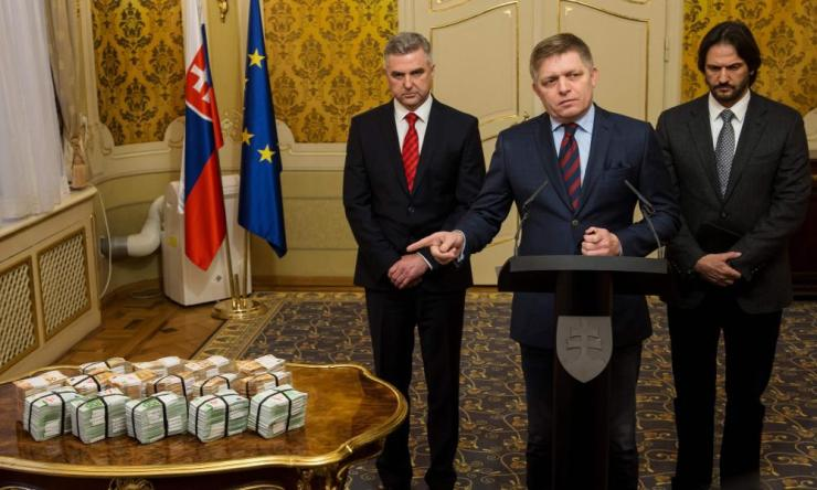 The Slovakian prime minister, Robert Fico (centre), with the police chief, Tibor Gaspar (left), and the interior minister, Robert Kaliňák, at a press conference about the murders.