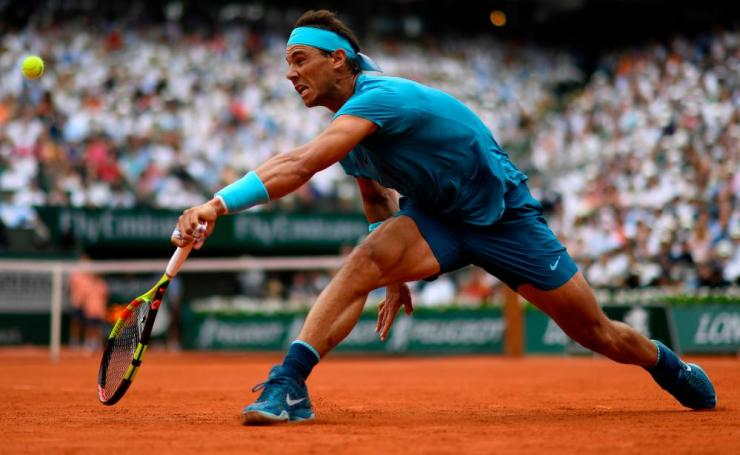 Nadal wins the first set 6-4.