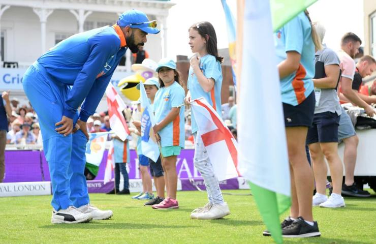 Virat Kohli speaks one of the allstars cricketers before the game starts.