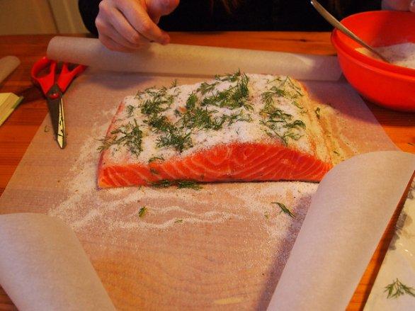 Ricette antipasti per Pasqua bocconcini di salmone sotto sale