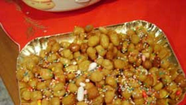 Dolci di Natale Struffoli napoletani ricetta e preparazione