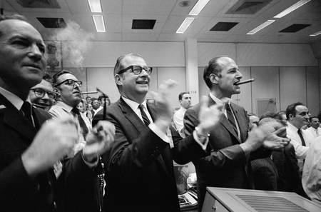 nasa celebrates Apollo 13 landing