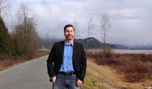 جیسن هنلی، نامزد حزب سبز بیسی برای حوزهٔ پورت کوکئیتلام به پرسشهای رسانهٔ همیاری پاسخ میدهد