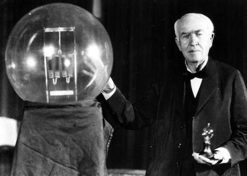 توماس ادیسون، که نخستین لامپهای الکتریکی تجاری را بر مبنای اختراع هنری وودوارد و متیو ایوانز وارد بازار کرد.