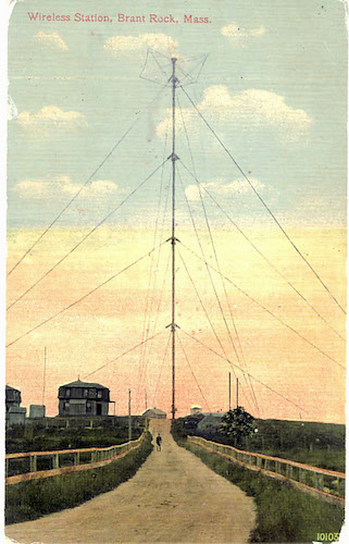 کارت پستالی از آنتن ۱۲۸ متری برنت راک در نزدیکی بوستون که اولین تبادل صوتی بیسیم با آن انجام گرفت.